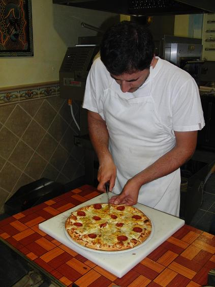 preparando pizza